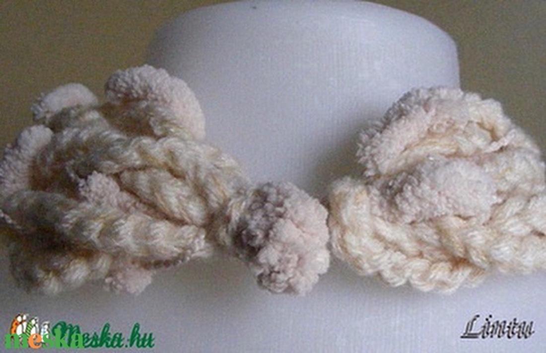 Téli nyaklánc krémfehér színben - ruha & divat - sál, sapka, kendő - Meska.hu