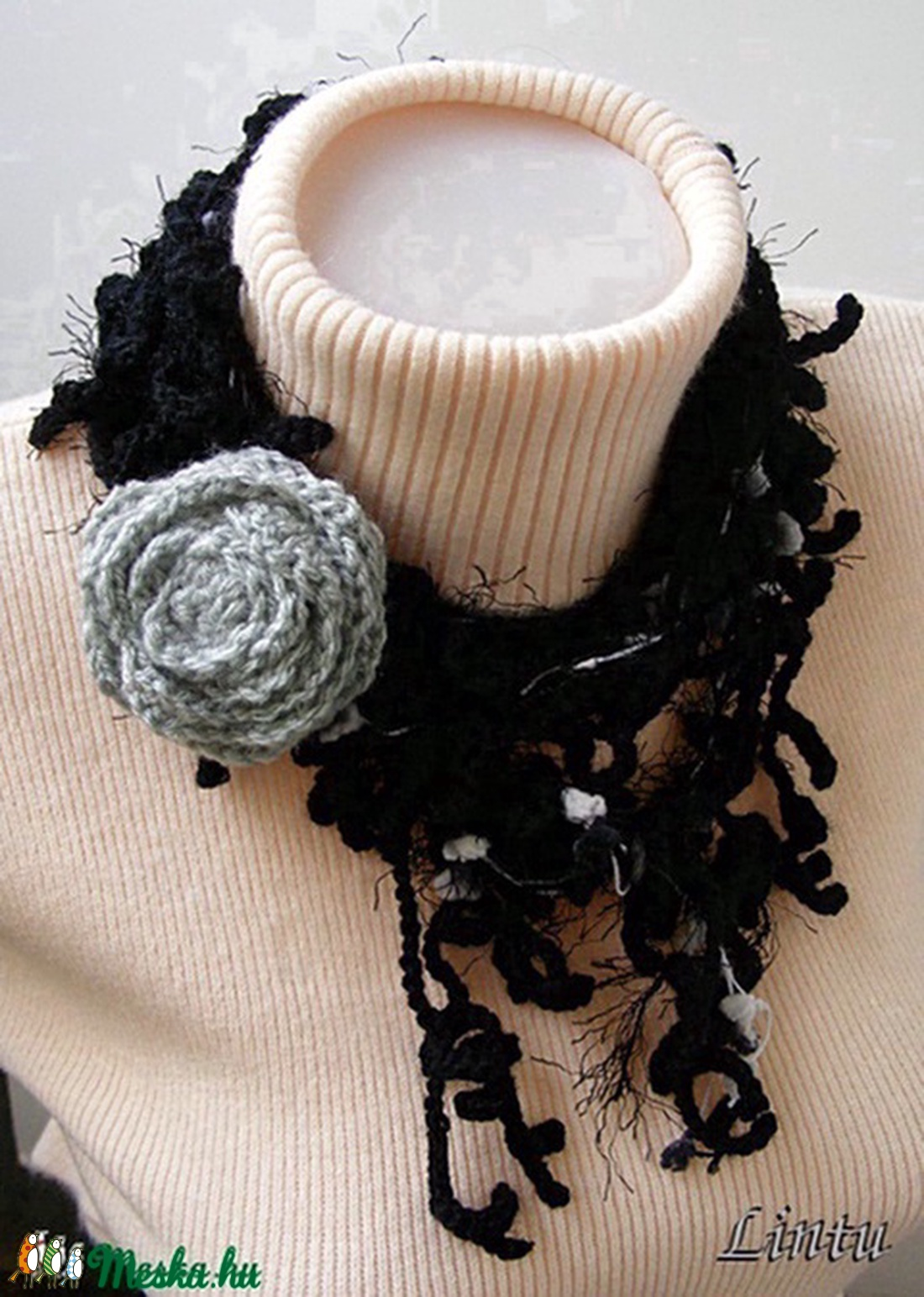 Horgolt ágas-bogas nyaklánc fekete-szürke színekben - ékszer - nyaklánc - nyakpánt, gallér - Meska.hu