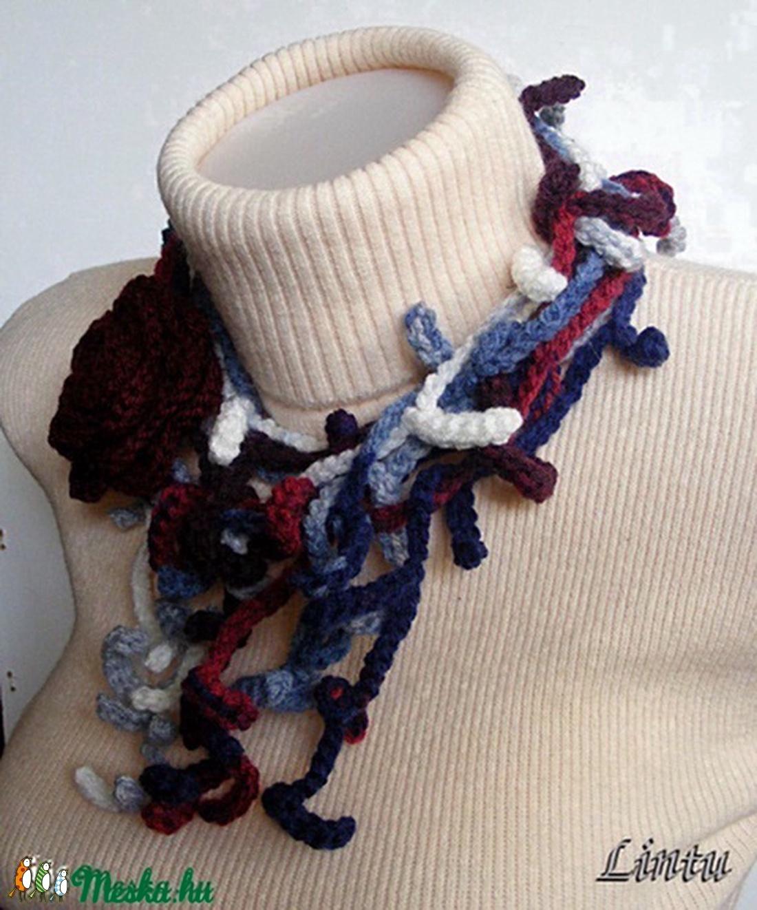 Horgolt ágas-bogas nyaklánc kék-bordó színekben - ékszer - nyaklánc - nyakpánt, gallér - Meska.hu