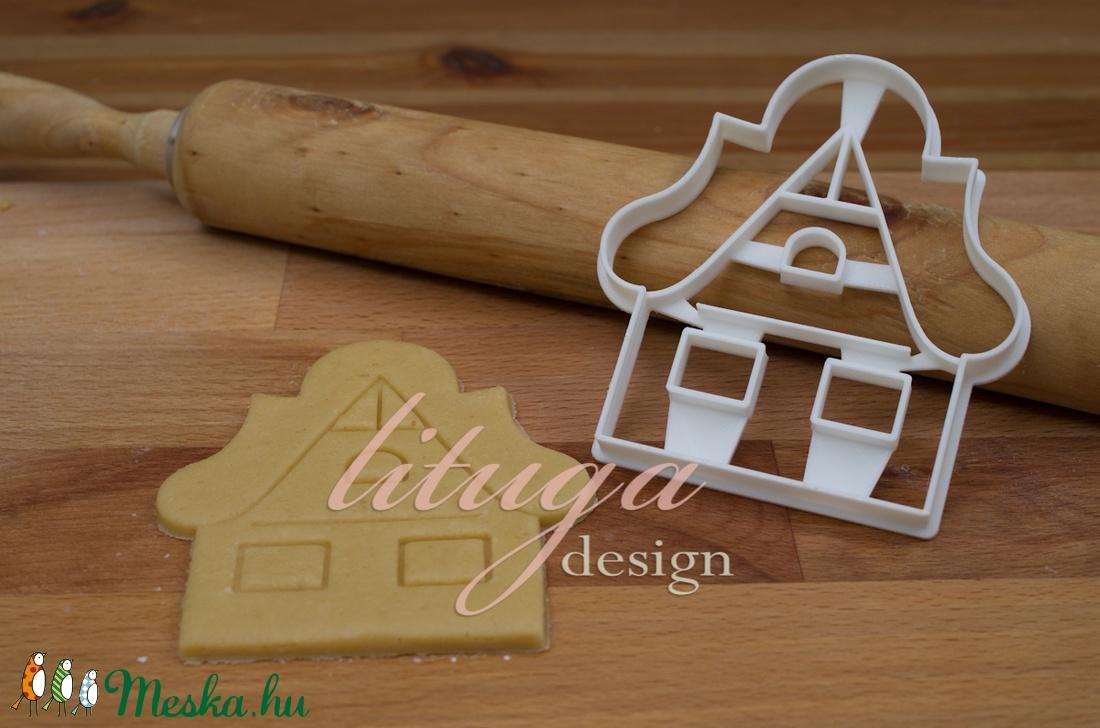 Mézeskalács házikó süteménykiszúró forma,  - havas tetővel, ablakokkal, ajtóval (lituga) - Meska.hu