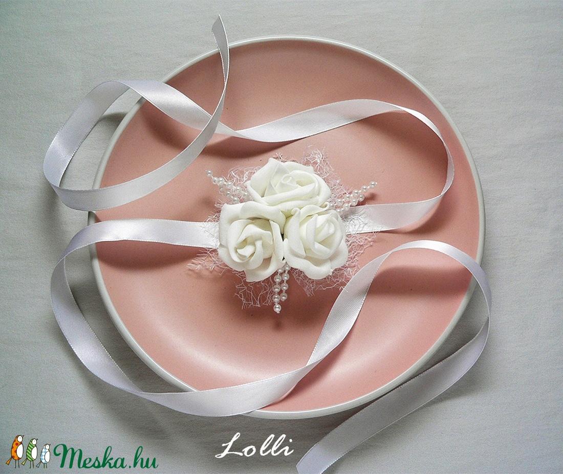 Hófehér csuklódísz (Lolli) - Meska.hu