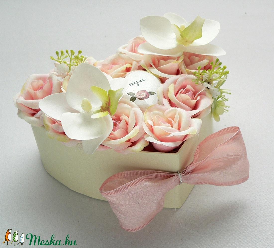 Fehér orchideás szív virágdoboz - kicsi - Meska.hu