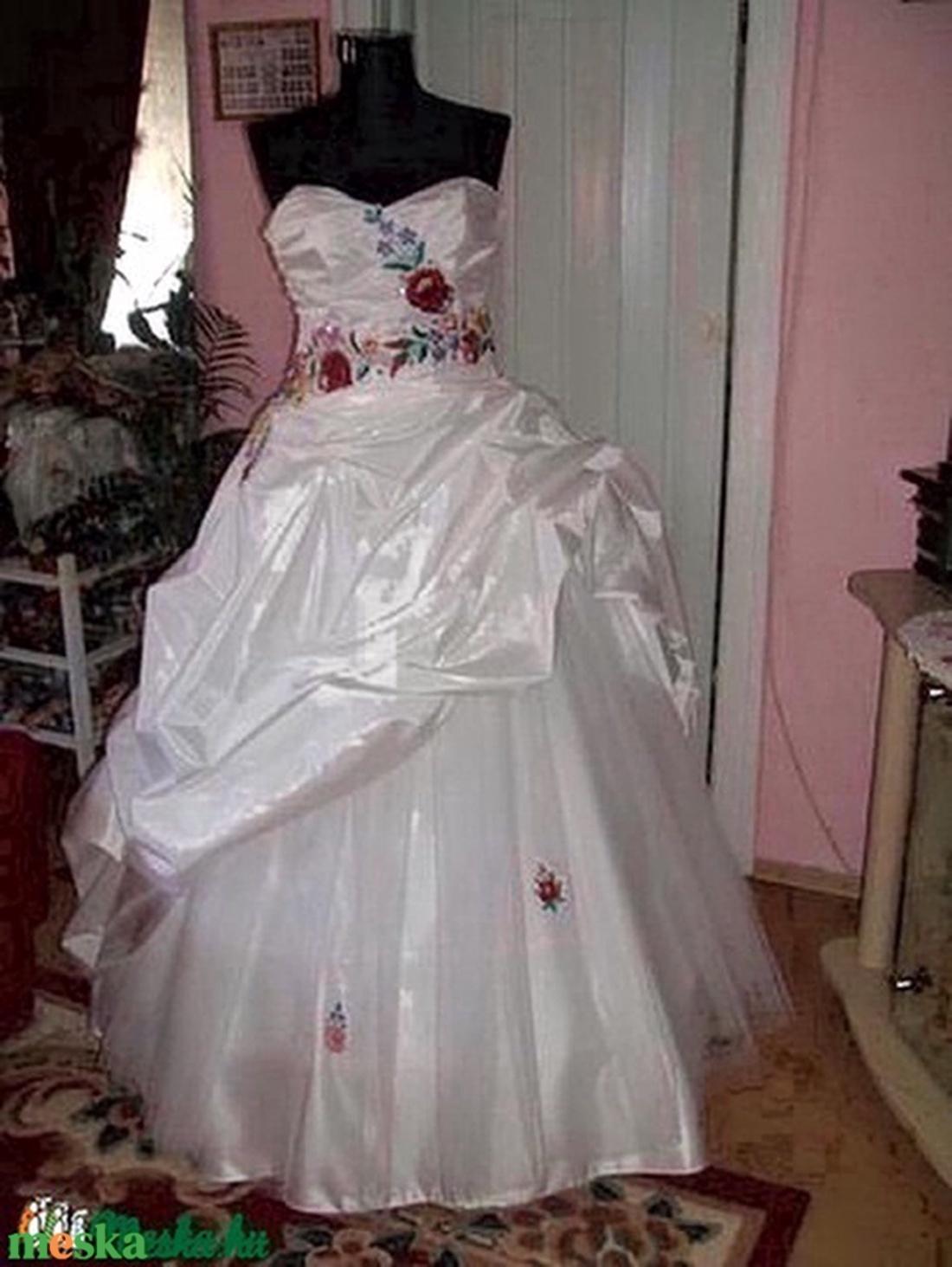 Kalocsai himzett menyasszonyi ruha,  - Meska.hu
