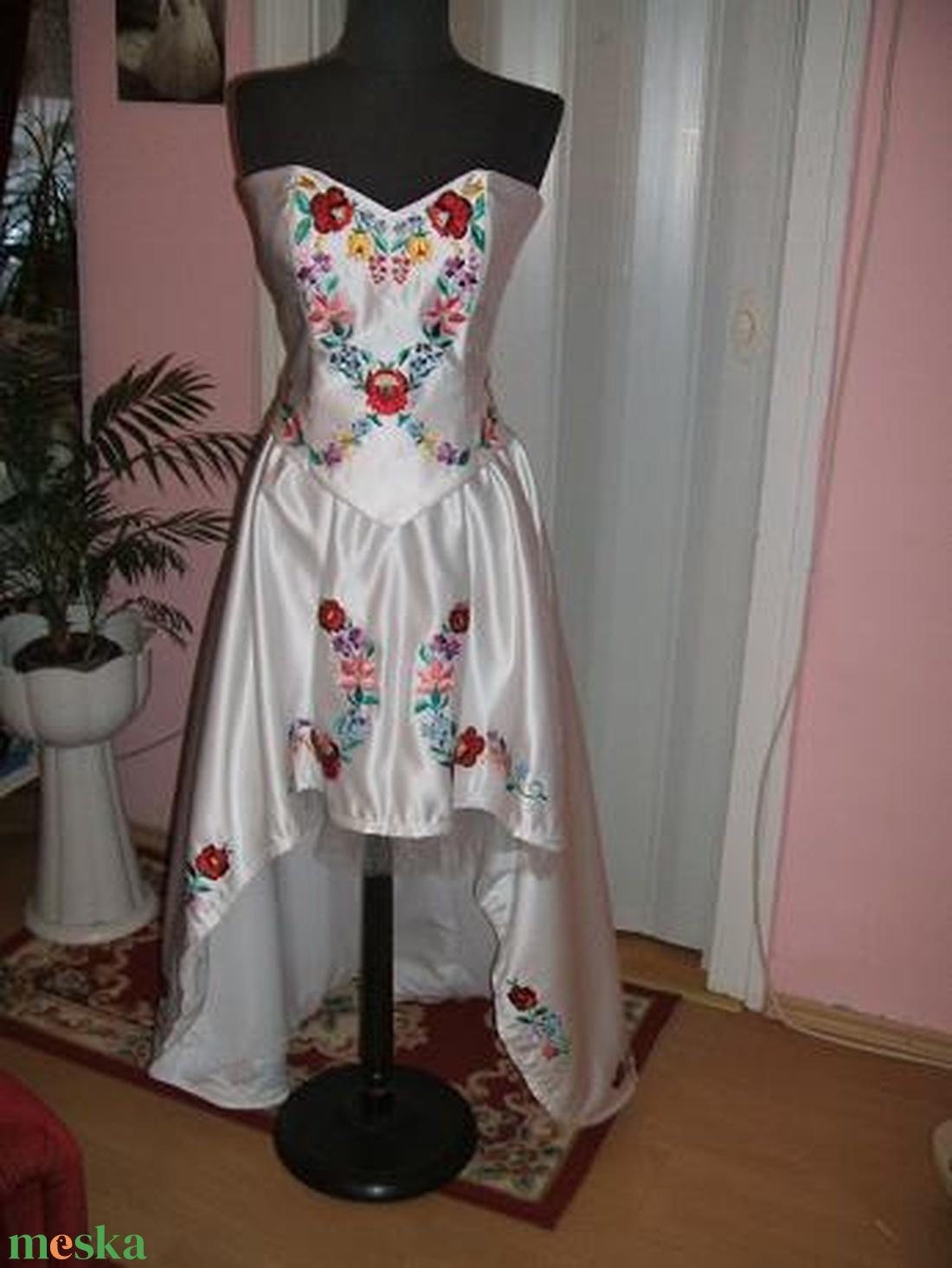Menyasszonyi a12ac16429