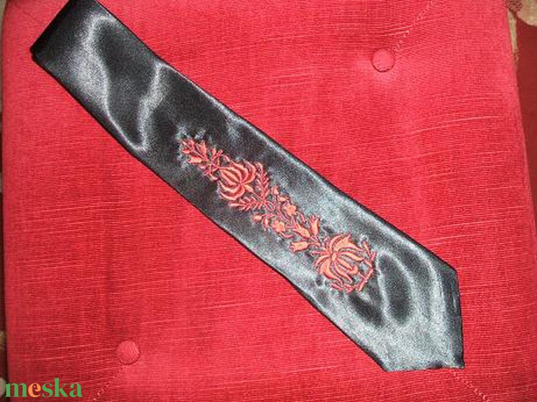 Kalocsai hímzett egyedi férfi nyakkendő - ruha & divat - férfi ruha - nyakkendő - Meska.hu