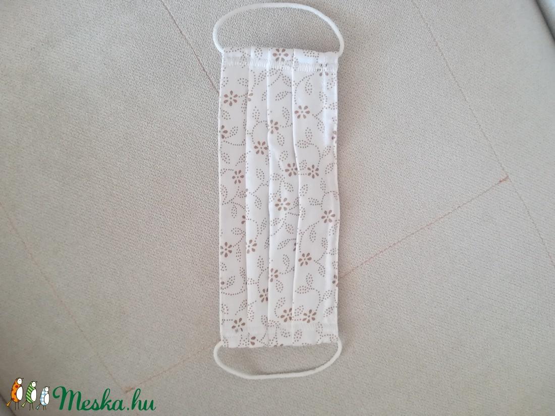 Fehér, virágmintás, kétrétegű, női maszk (magnoliakezmu) - Meska.hu