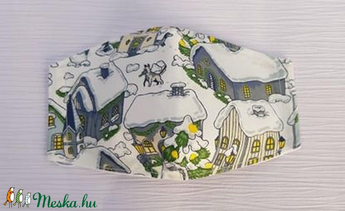 Téli mintás női design maszk szájmaszk, behavazott házikók mintával (Malnacskaworkroom) - Meska.hu