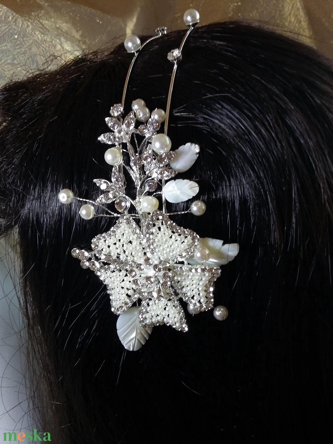 Krém, oldalt mótivummal hajpánt. - esküvő - hajdísz - hajpánt - Meska.hu