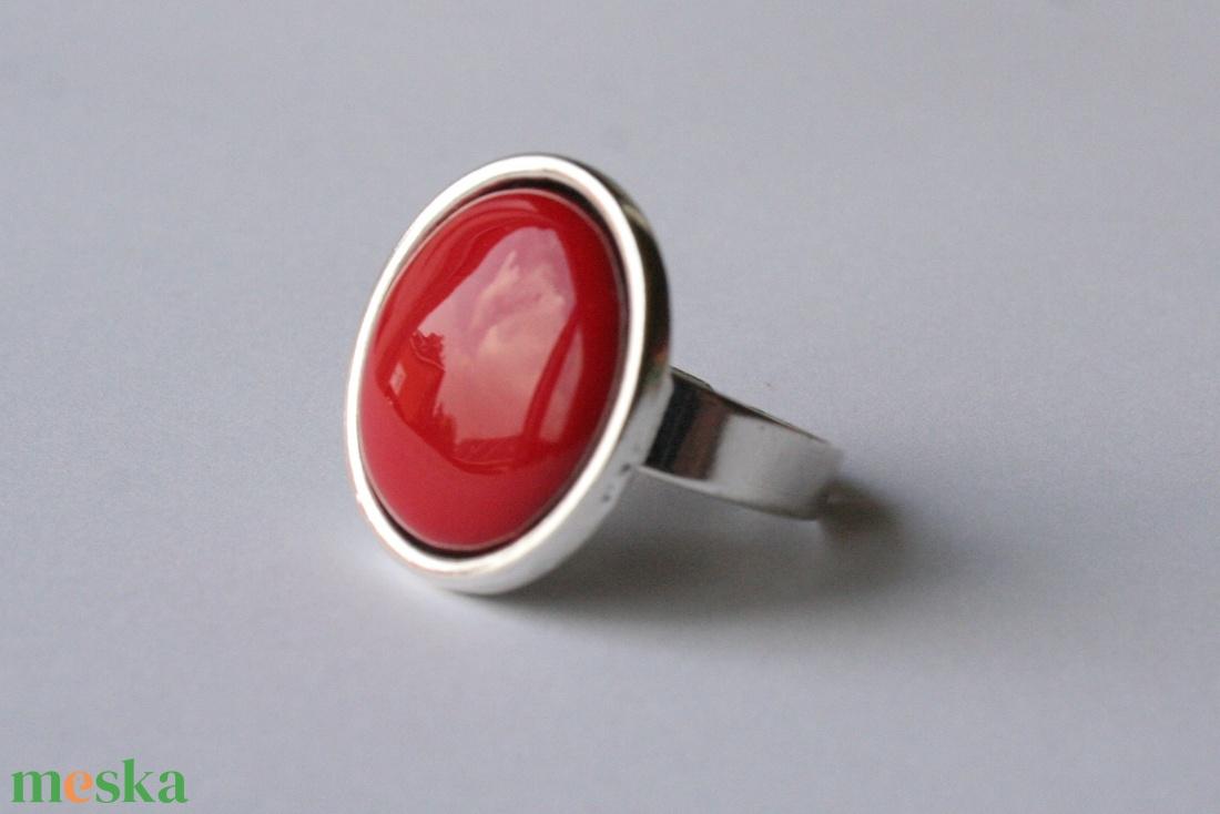 Piros tűzzománc gyűrű ezüst színű foglalatban  - ékszer - gyűrű - statement gyűrű - Meska.hu