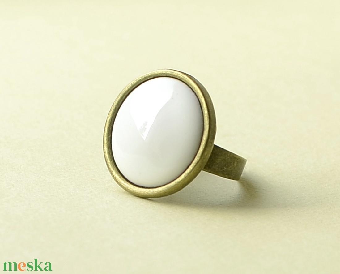 Hófehér kerek tűzzománc gyűrű  (MatisZomanc) - Meska.hu
