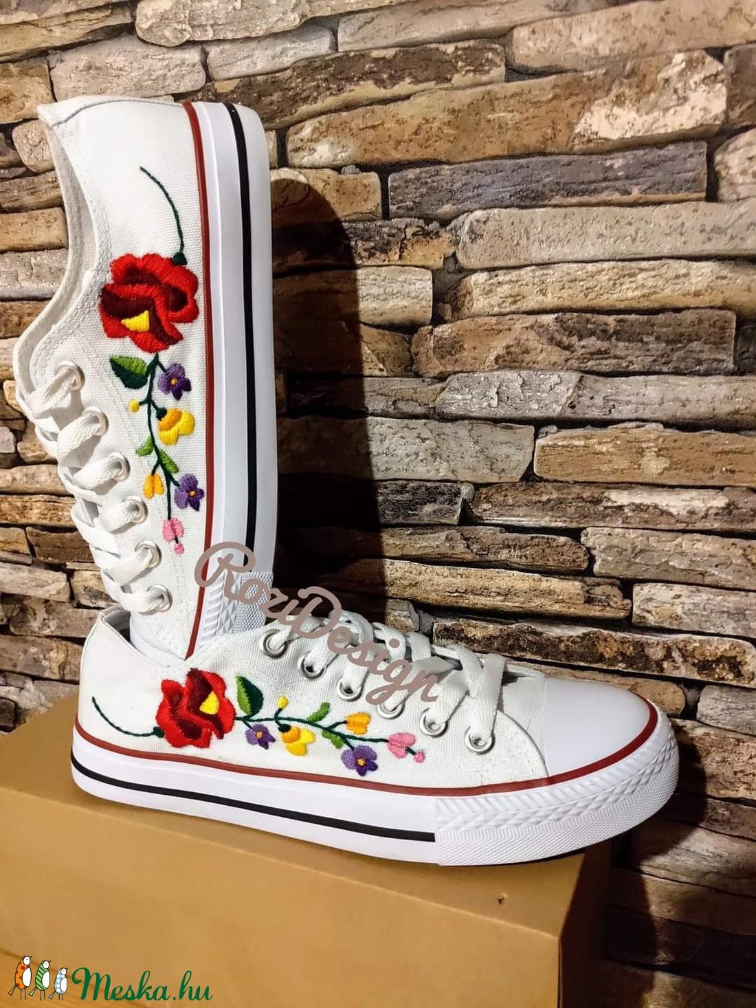 Kalocsai virágos tornacipő - ruha & divat - cipő & papucs - Meska.hu