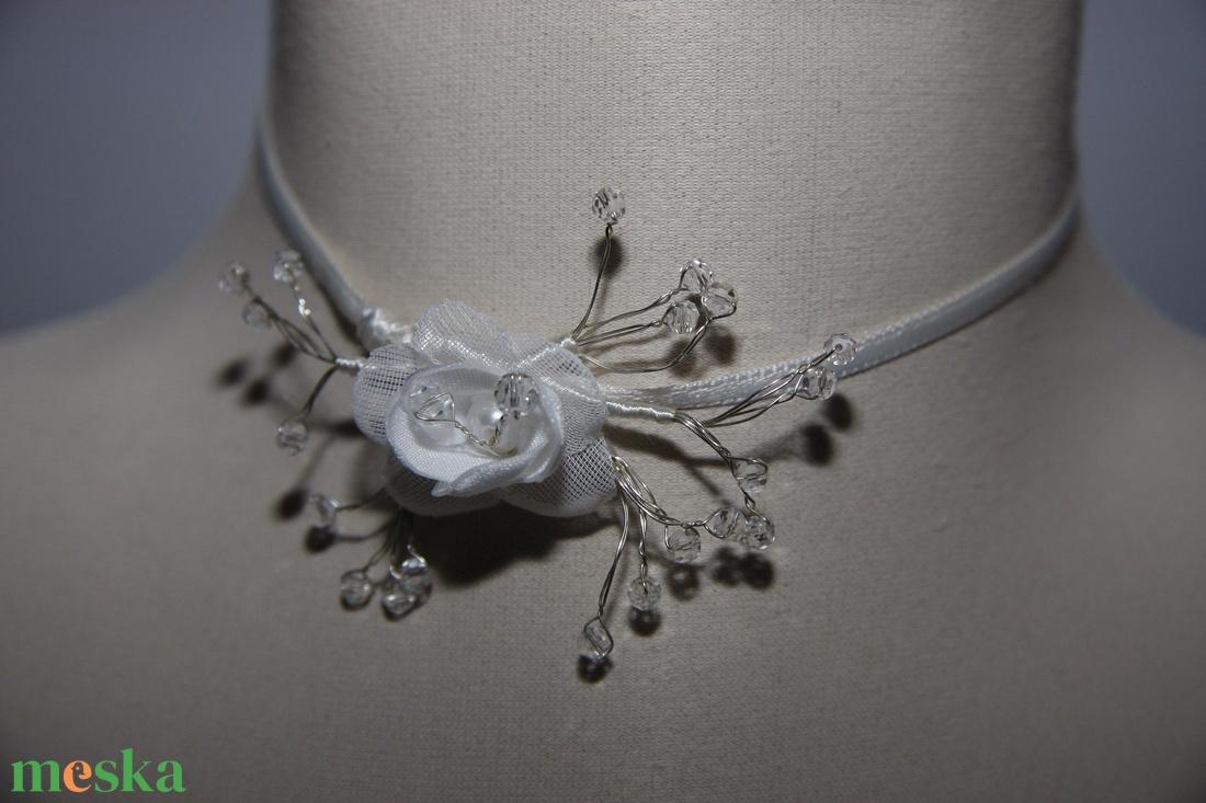 Menyasszonyi nyaklánc,ékszer,kis rózsa kristályokkal,fehér - esküvő - ékszer - nyaklánc - Meska.hu