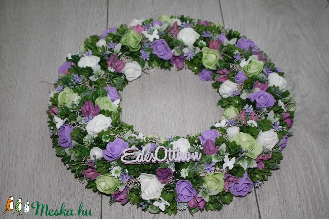 Ajtókoszorú, ajtókopogtató zöld és lila virágokkal - otthon & lakás - dekoráció - ajtódísz & kopogtató - Meska.hu