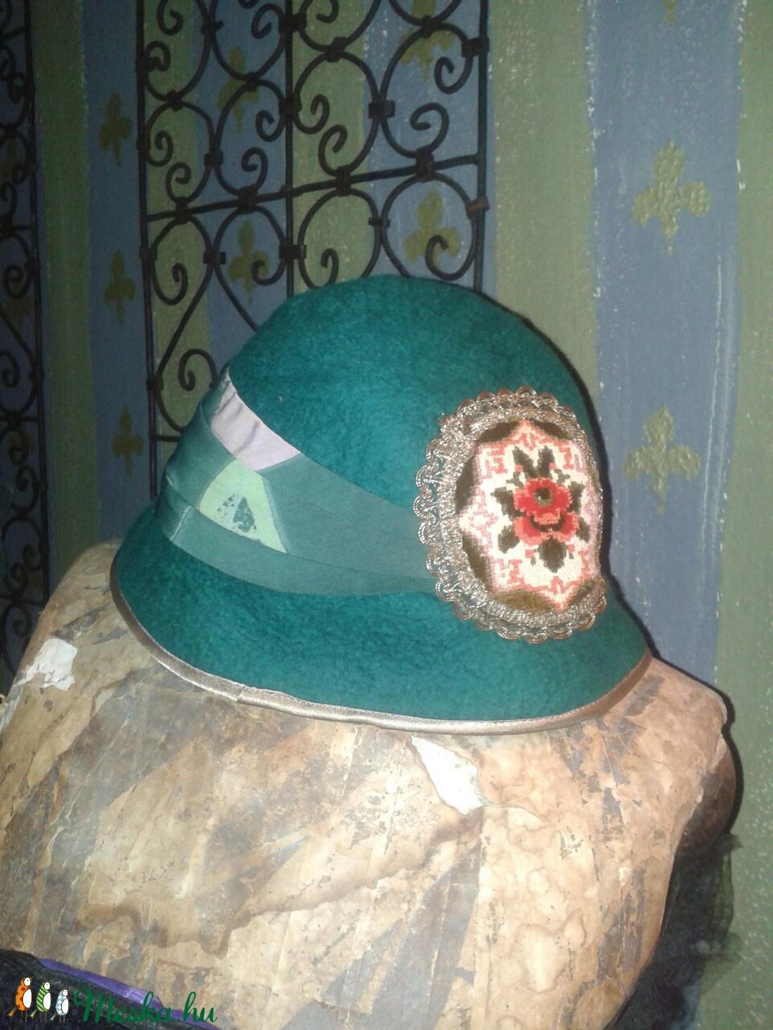 Zöld mese nemezelt kalap (Mennybolt) - Meska.hu