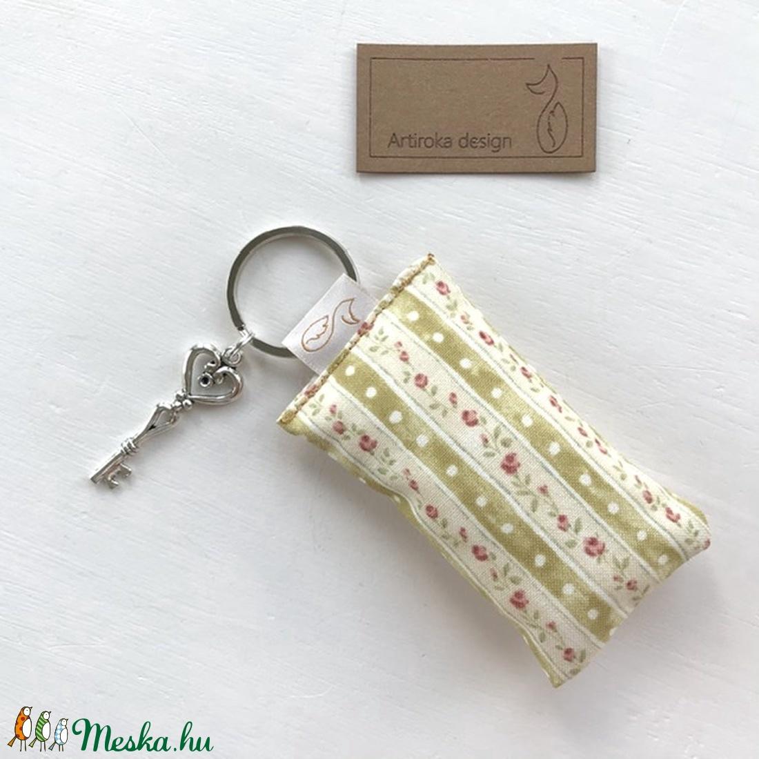 Rózsás kulcstartó kis vintage kulccsal  - Artiroka design  - Meska.hu