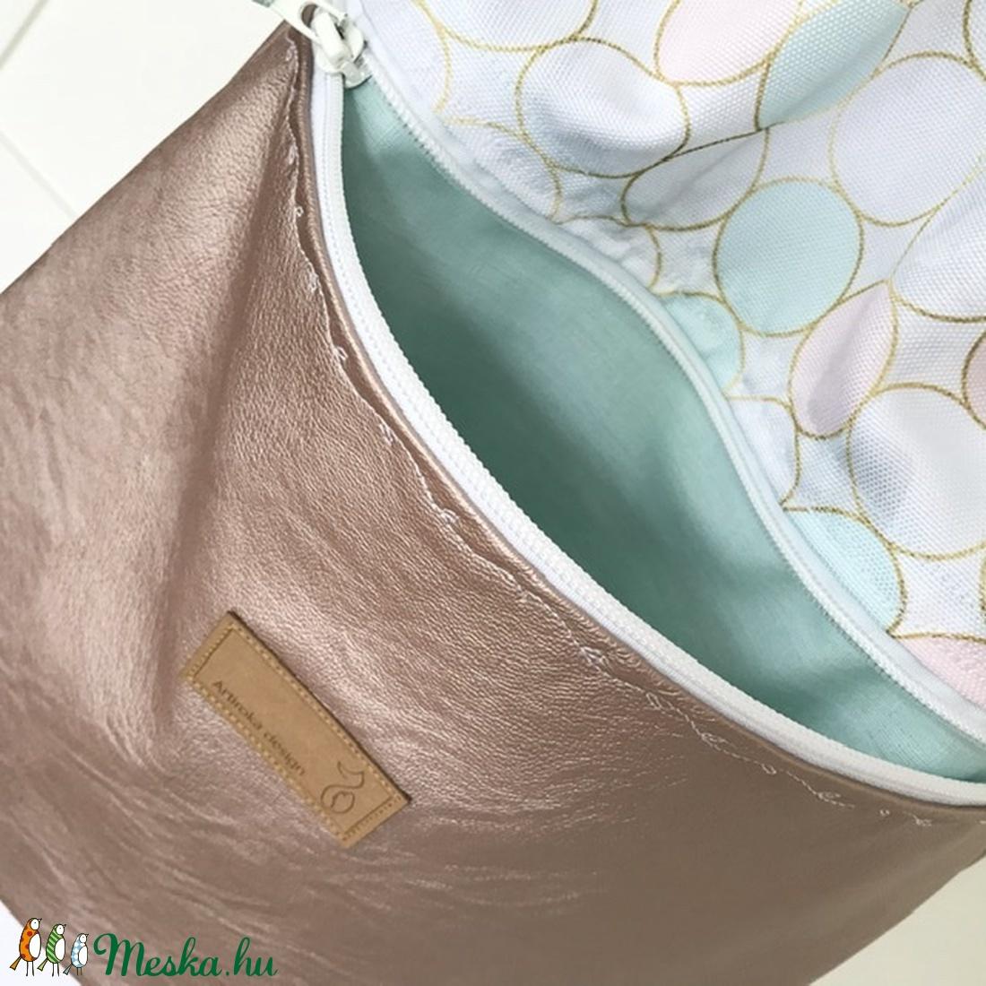 Rosegold - fehér  buborékos gymbag hátizsák külső cipzáras zsebbel - edzéshez,  úszáshoz -  - Meska.hu
