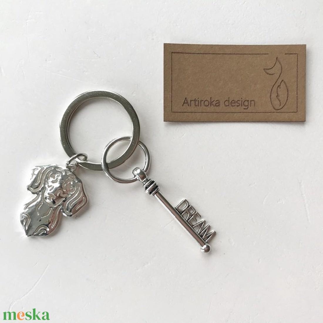 Tacskó kutya mintás, egyedi kulcstartó,  álom kulcs dísszel - Artiroka design - Meska.hu