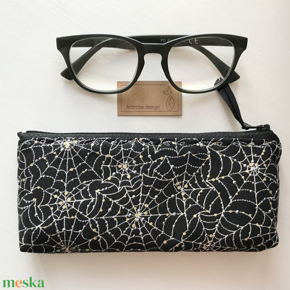 Éjszakai pókháló, aranyló esőcseppekkel - prémium tolltartó, neszesszer, mobiltok vagy szemüvegtok - Artiroka design - táska & tok - neszesszer - Meska.hu