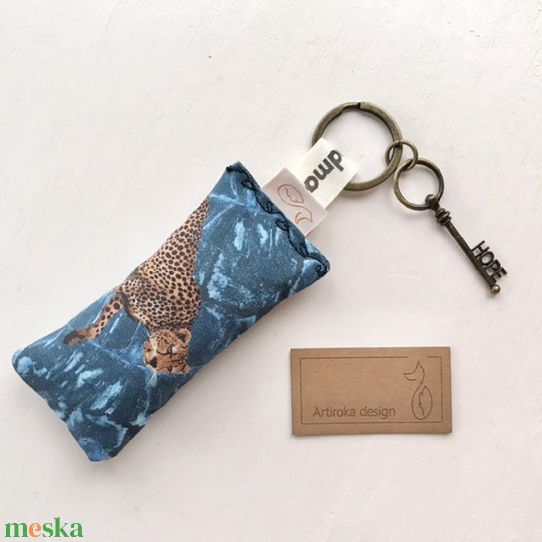 AKCIÓ - leopárd mintás kulcstartó kis vintage kulccsal - Hope  kulcs medállal  - Artiroka design - Meska.hu