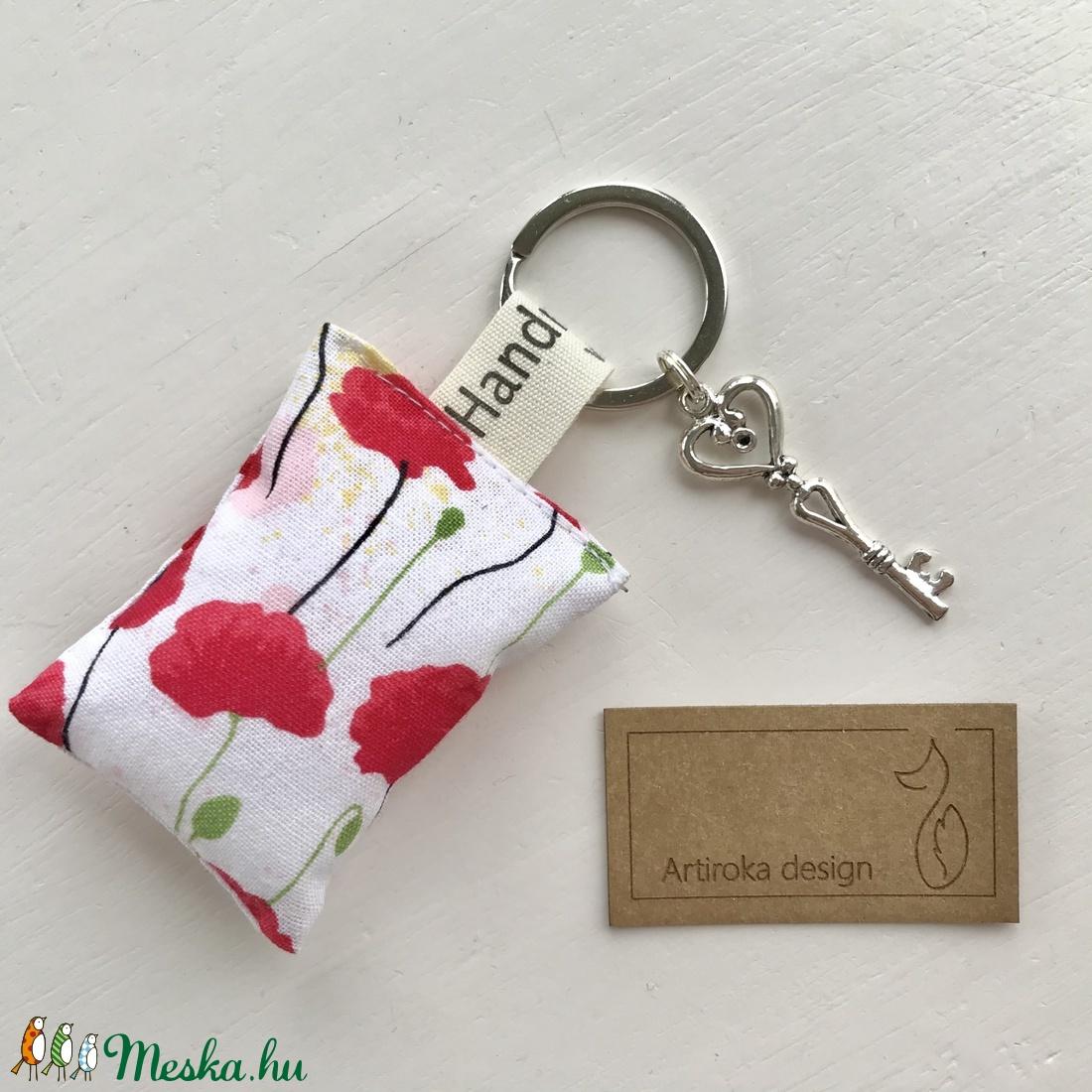 Pipacs virág mintás, egyedi kulcstartó, vintage kulcs dísszel - Artiroka design  - táska & tok - kulcstartó & táskadísz - kulcstartó - Meska.hu