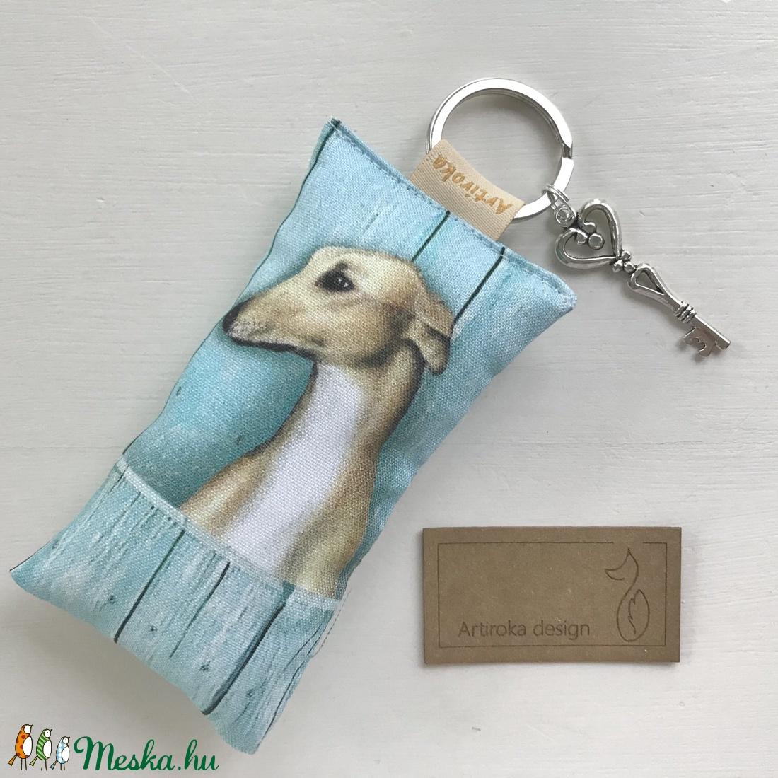 Agár kutya mintás kulcstartó, kis vintage kulccsal   - Artiroka design - táska & tok - kulcstartó & táskadísz - kulcstartó - Meska.hu