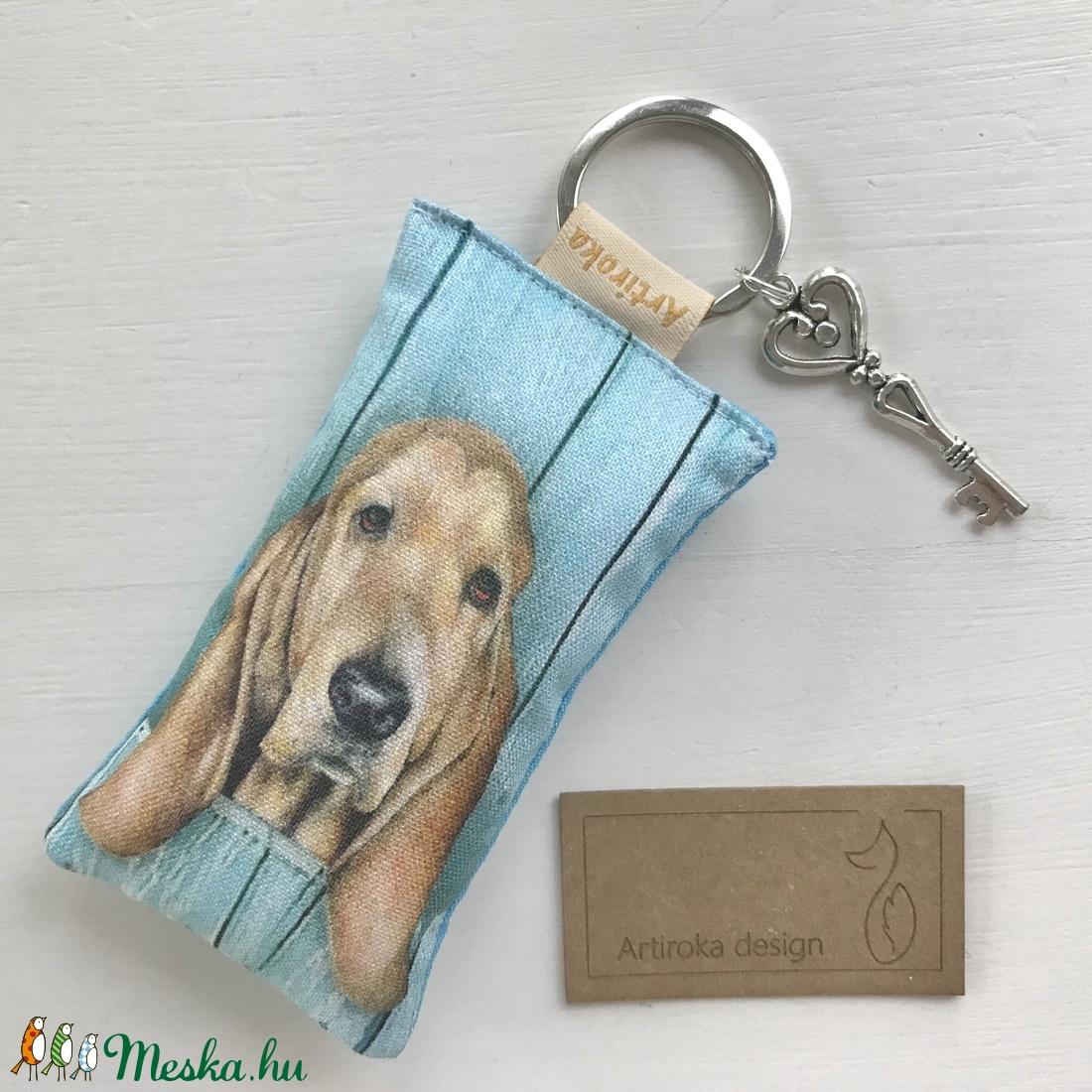 Kutya mintás kulcstartó, kis vintage kulccsal   - Artiroka design - táska & tok - kulcstartó & táskadísz - kulcstartó - Meska.hu