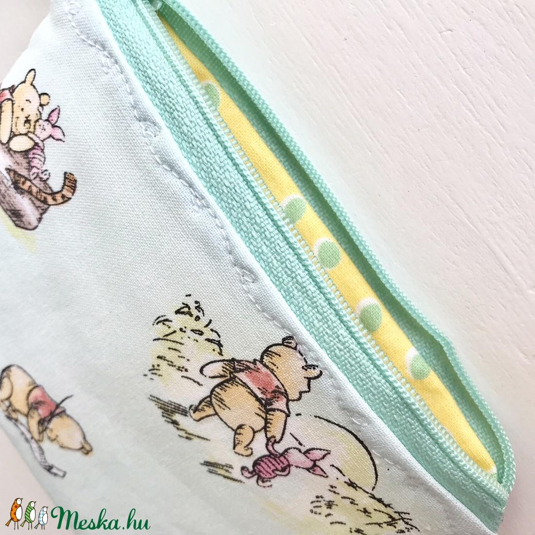 Micimackó, Füles és Malacka mintás, pasztell zöld színű irattartó pénztárca, neszesszer - Winnie de Pooh  - táska & tok - pénztárca & más tok - Meska.hu