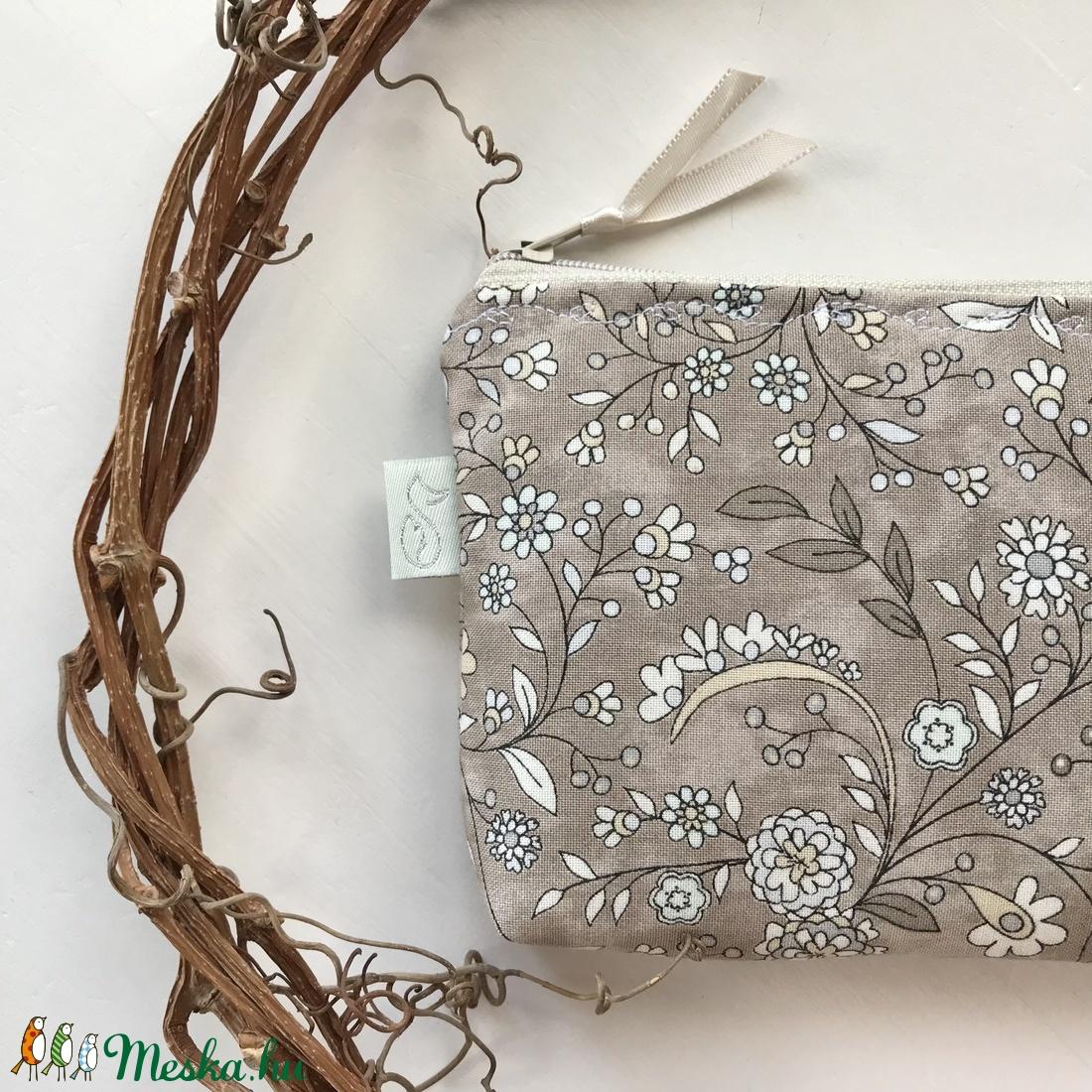 Natúr virág mintás irattartó pénztárca, kozmetikai táska - Artiroka design a Mesedobozból - táska & tok - pénztárca & más tok - pénztárca - Meska.hu