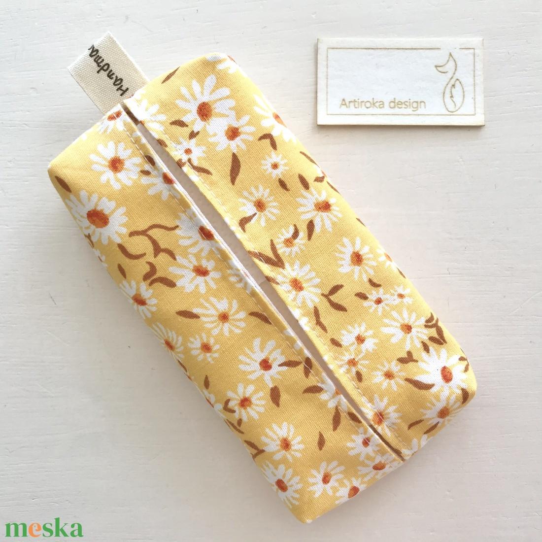 Margaréta virág mintás bélelt papírzsebkendő tartó - Artiroka design  - táska & tok - pénztárca & más tok - zsebkendőtartó tok - Meska.hu
