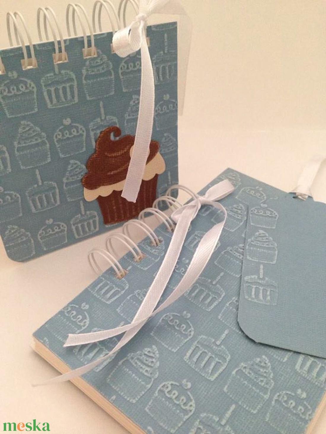 Dombormintás receptkönyv, jegyzettömbtartó (post-it), ajándékkísérő - lánybúcsú - sütő-főző verseny ajándékk  - otthon & lakás - konyhafelszerelés - receptfüzet - Meska.hu