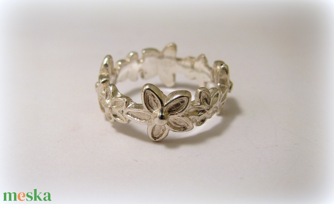 Ezüst virágos gyűrű (minicsiga) - Meska.hu
