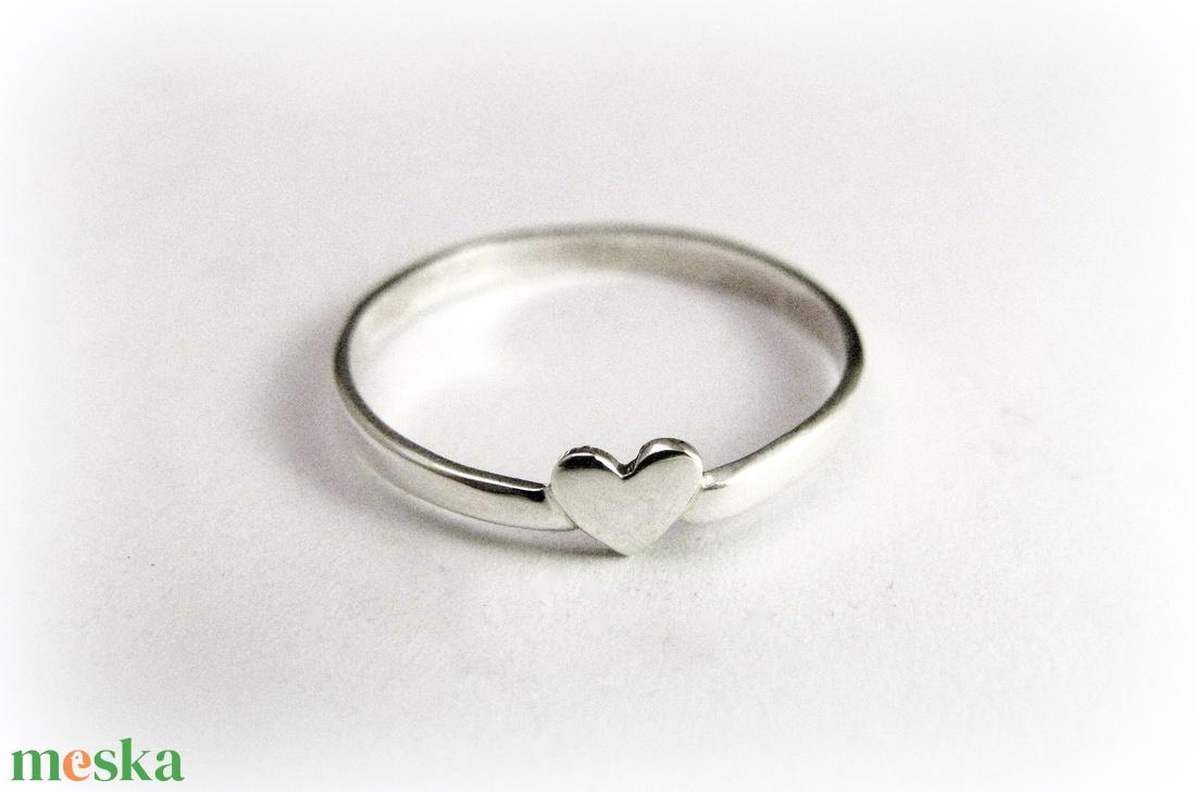 Szívecskés gyűrű (minicsiga) - Meska.hu