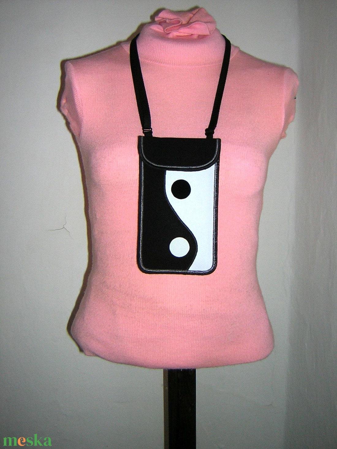 Telefontok állítható pánttal  XL telefon tartó nyakba-akasztható kistáska oldaltáska Yin-Yang fekete-fehér - táska & tok - pénztárca & más tok - telefontok - Meska.hu