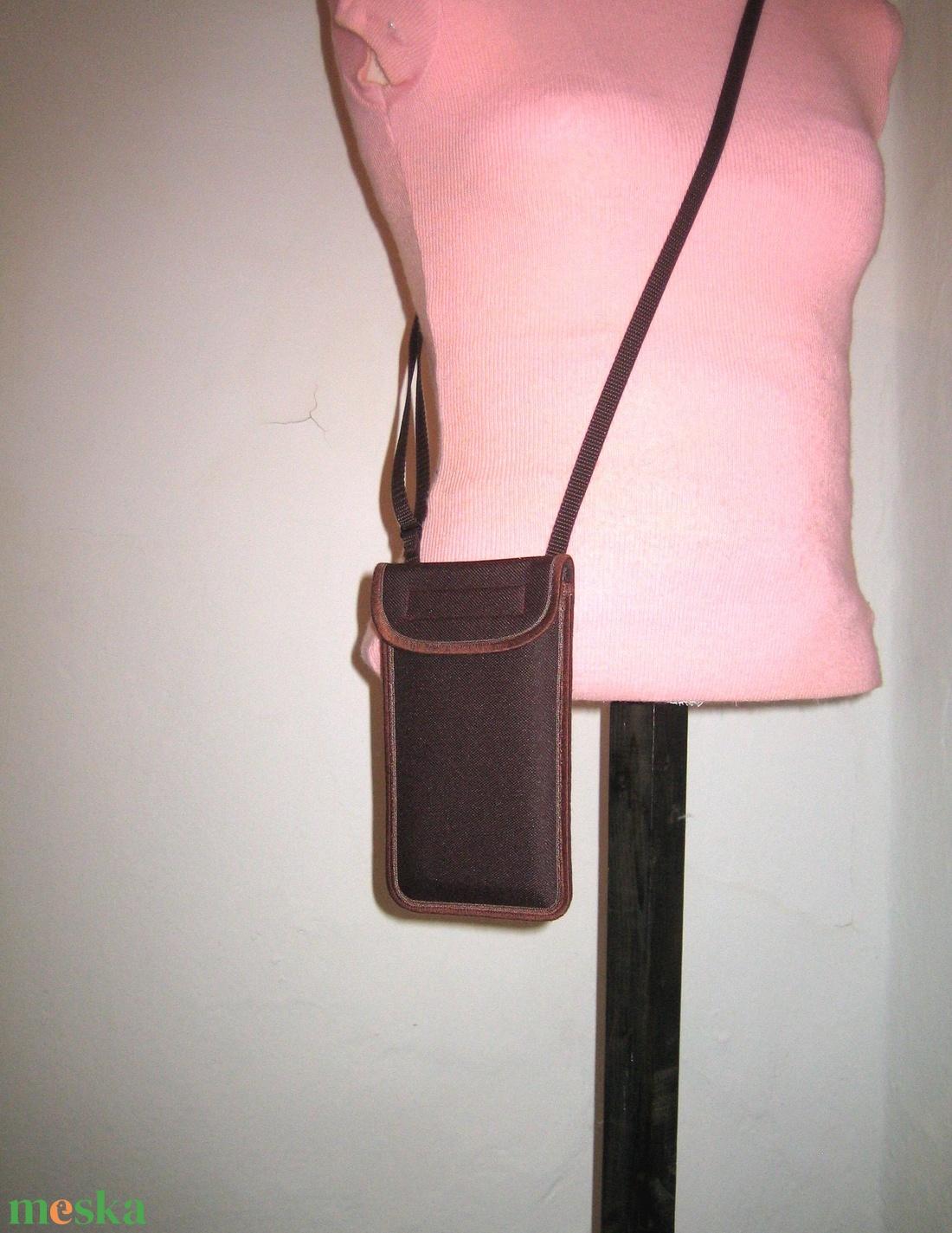 Vízhatlan mobiltok  Plus-os méretű telefonokhoz  állítható pántos kistáska - táska & tok - pénztárca & más tok - telefontok - Meska.hu