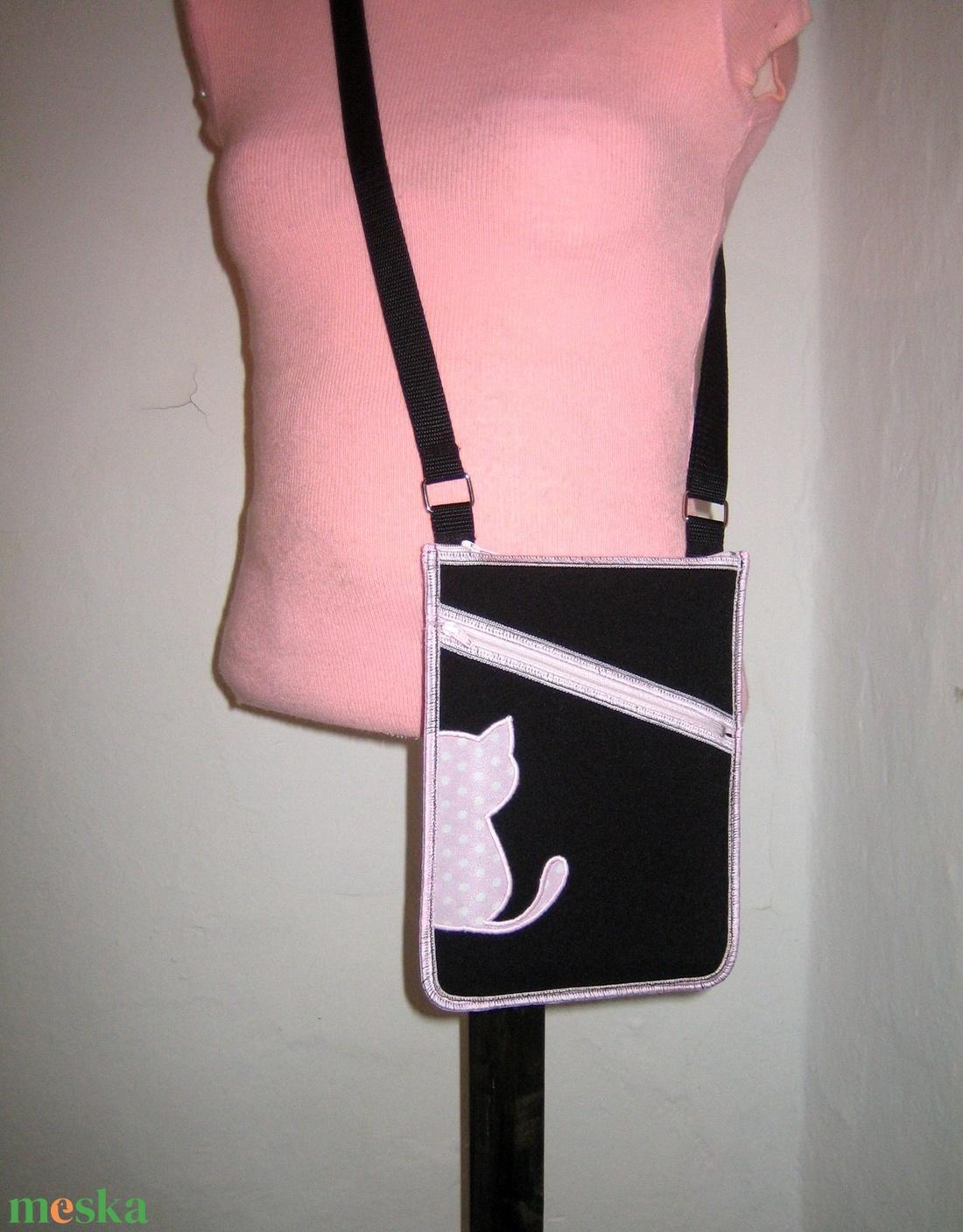 Cicás Oldaltáska kétrekeszes kistáska válltáska fekete rózsaszín iPadmini tok - táska & tok - kézitáska & válltáska - vállon átvethető táska - Meska.hu