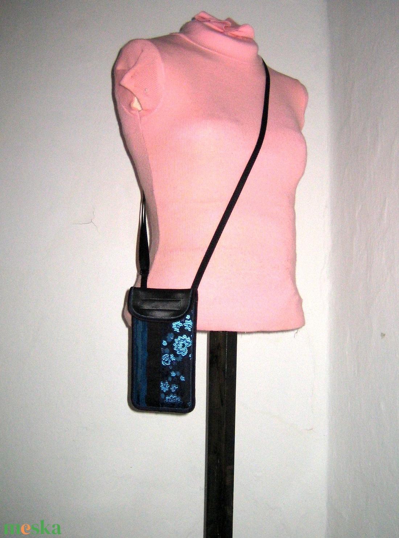 Mobiltok  Plus-os méretű telefonokhoz állítható pántos mini oldaltáska kék-fekete - táska & tok - pénztárca & más tok - telefontok - Meska.hu