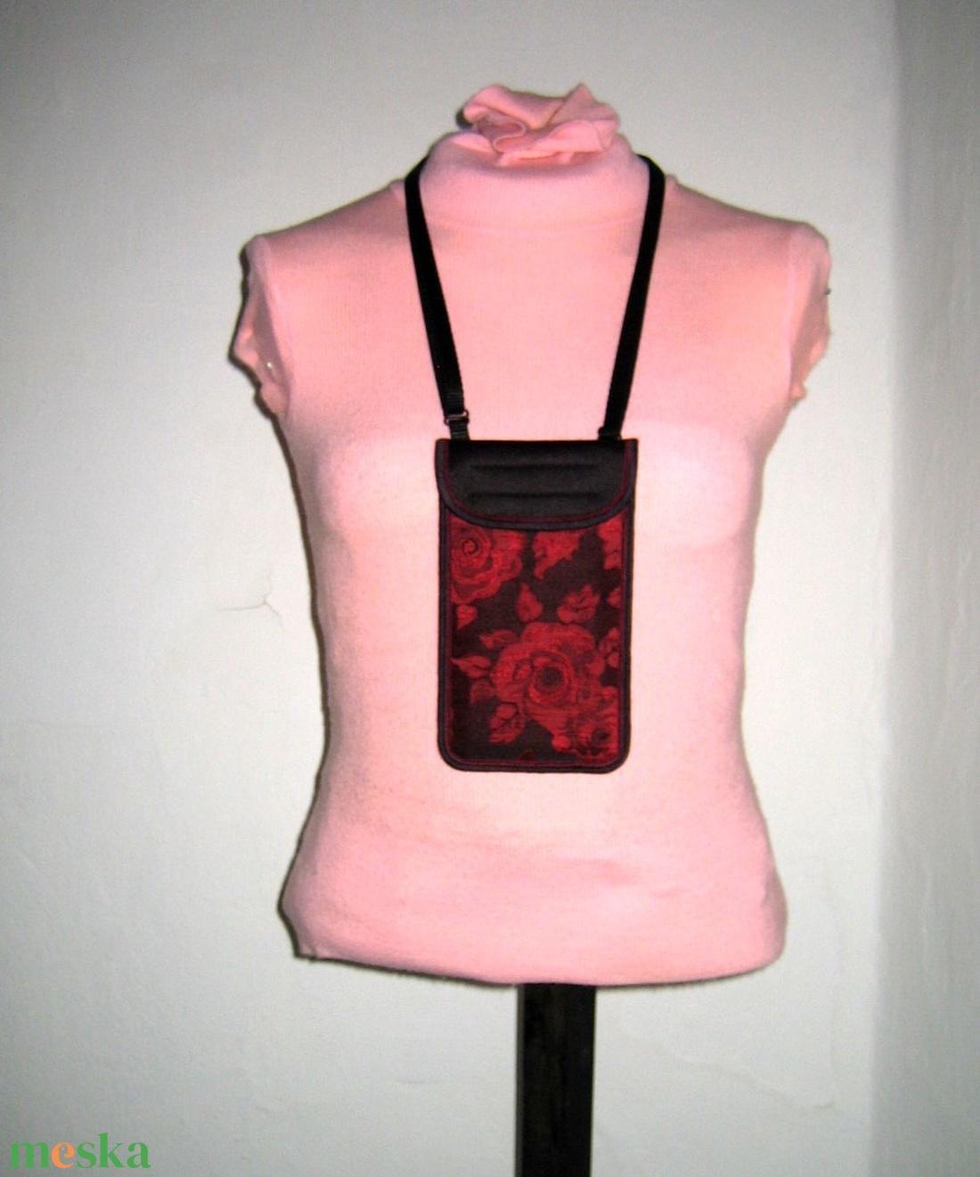 Mobiltok állítható pánttal XL telefon rózsás brokát kistáska fekete-piros-bordó - táska & tok - pénztárca & más tok - telefontok - Meska.hu