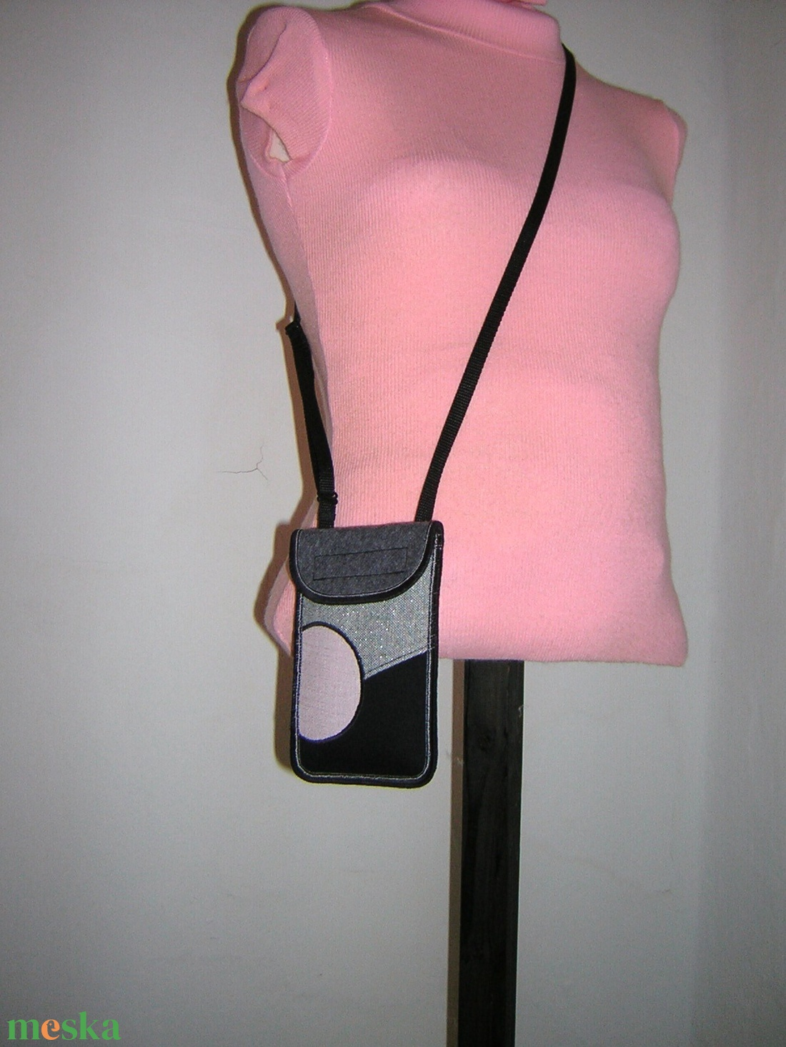 Mobiltok szabályozható pánttal Plusz-os méretű telefonokhoz  XL-es tok nyakba akasztható kistáska  - táska & tok - pénztárca & más tok - telefontok - Meska.hu