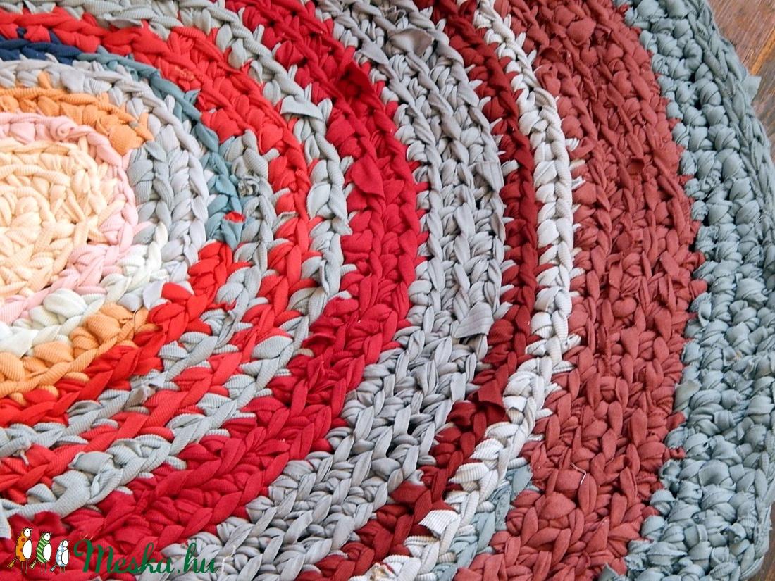 horgolt szőnyeg újrahasznosított anyagokból - otthon & lakás - lakástextil - szőnyeg - Meska.hu