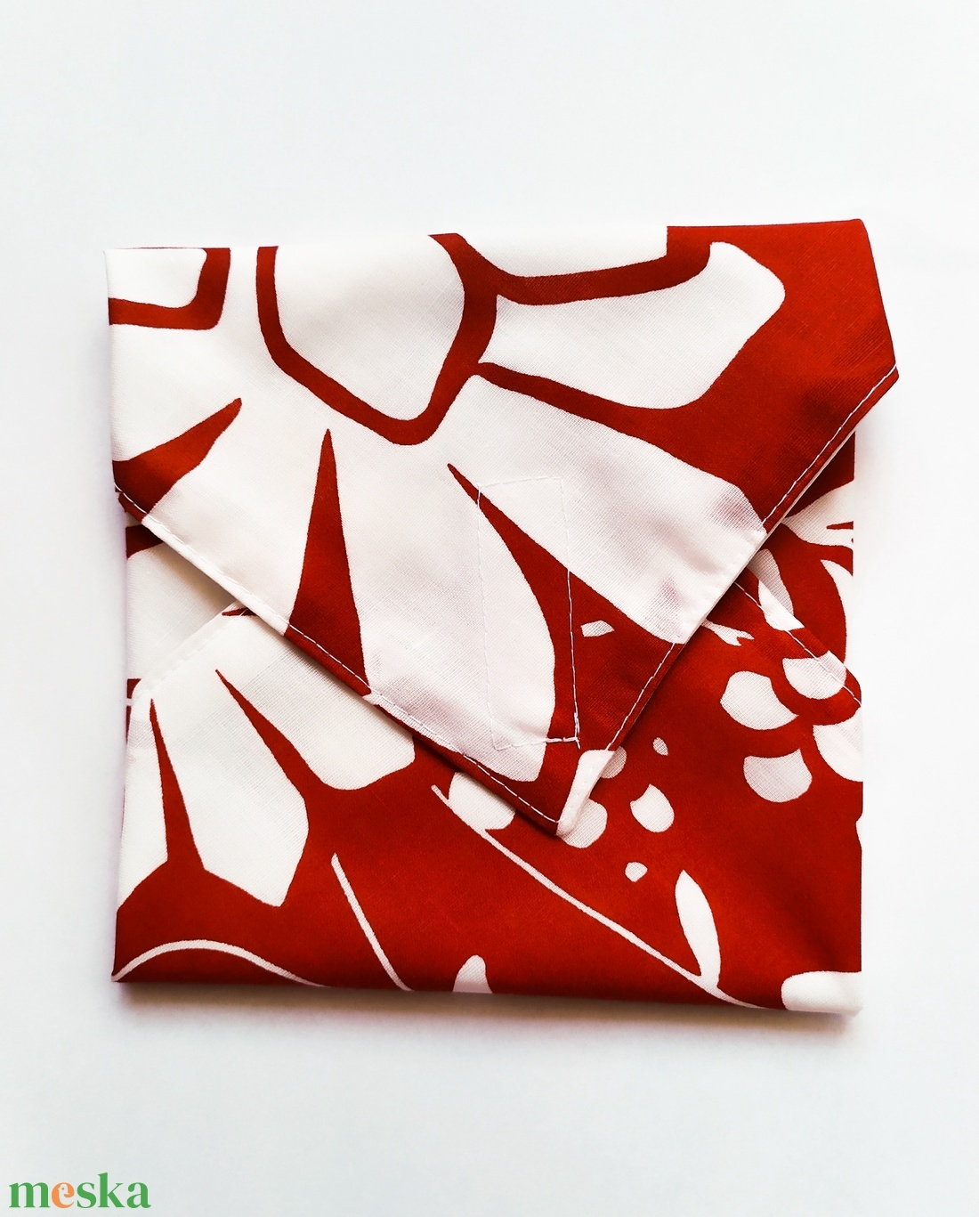 Újraszalvéta, szendvics csomagoló, piros alapon fehér virágok - ovi- és sulikezdés - uzsonna- & ebéd tartó - szendvics csomagoló - Meska.hu