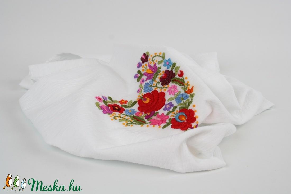 7527c8cd8f ... Nyári könnyű pamut körsál - fehér sál, piros hagyományos matyó  hímzéssel - kézzel hímzett (