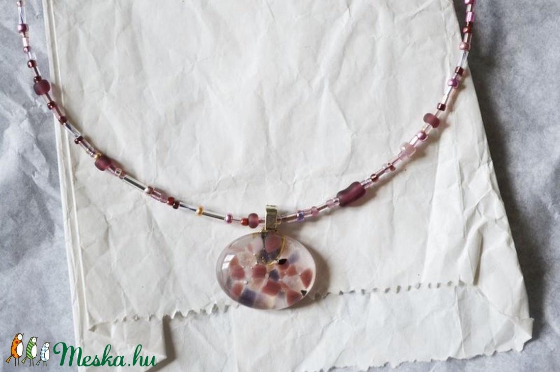 Lila törmelékes üveg nyaklánc - ékszer - nyaklánc - medálos nyaklánc - Meska.hu