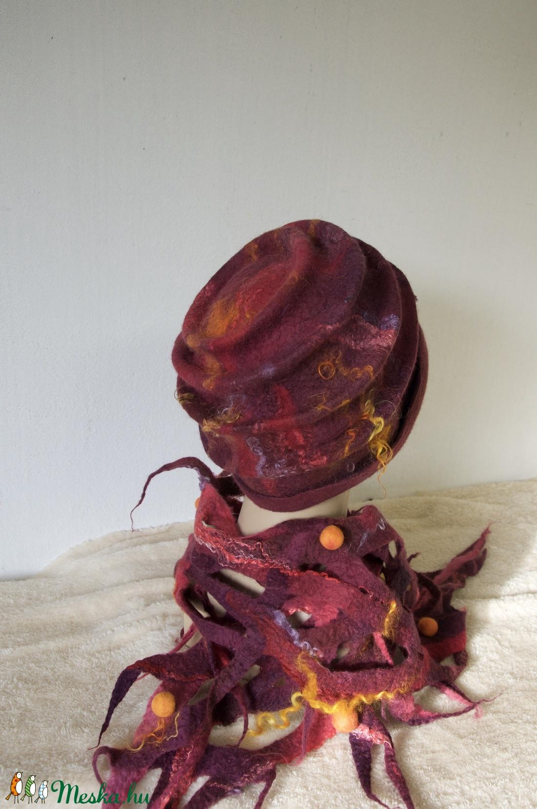 Nemez kalap - sál együttes. Gyönyörü bordó - narancs -magenta  szinátmenetes nemez kalap és áttört mintás sál. - ruha & divat - sál, sapka, kendő - sapka & sál szett - Meska.hu