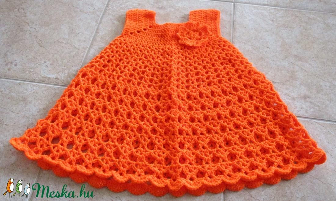 Narancssárga horgolt kislány ruha virággal. - Meska.hu