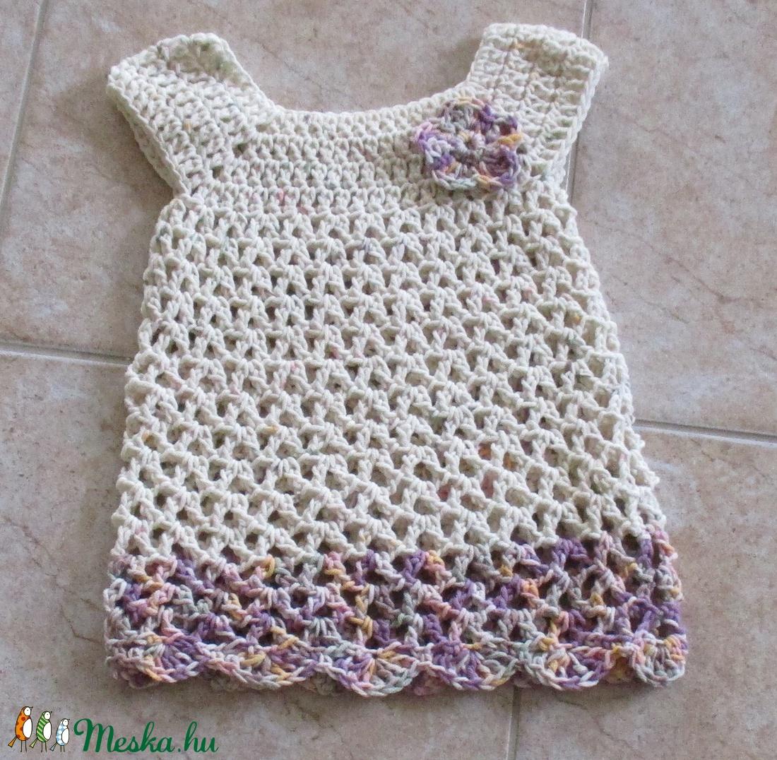 Nyers színű horgolt kislány ruha virággal - Meska.hu