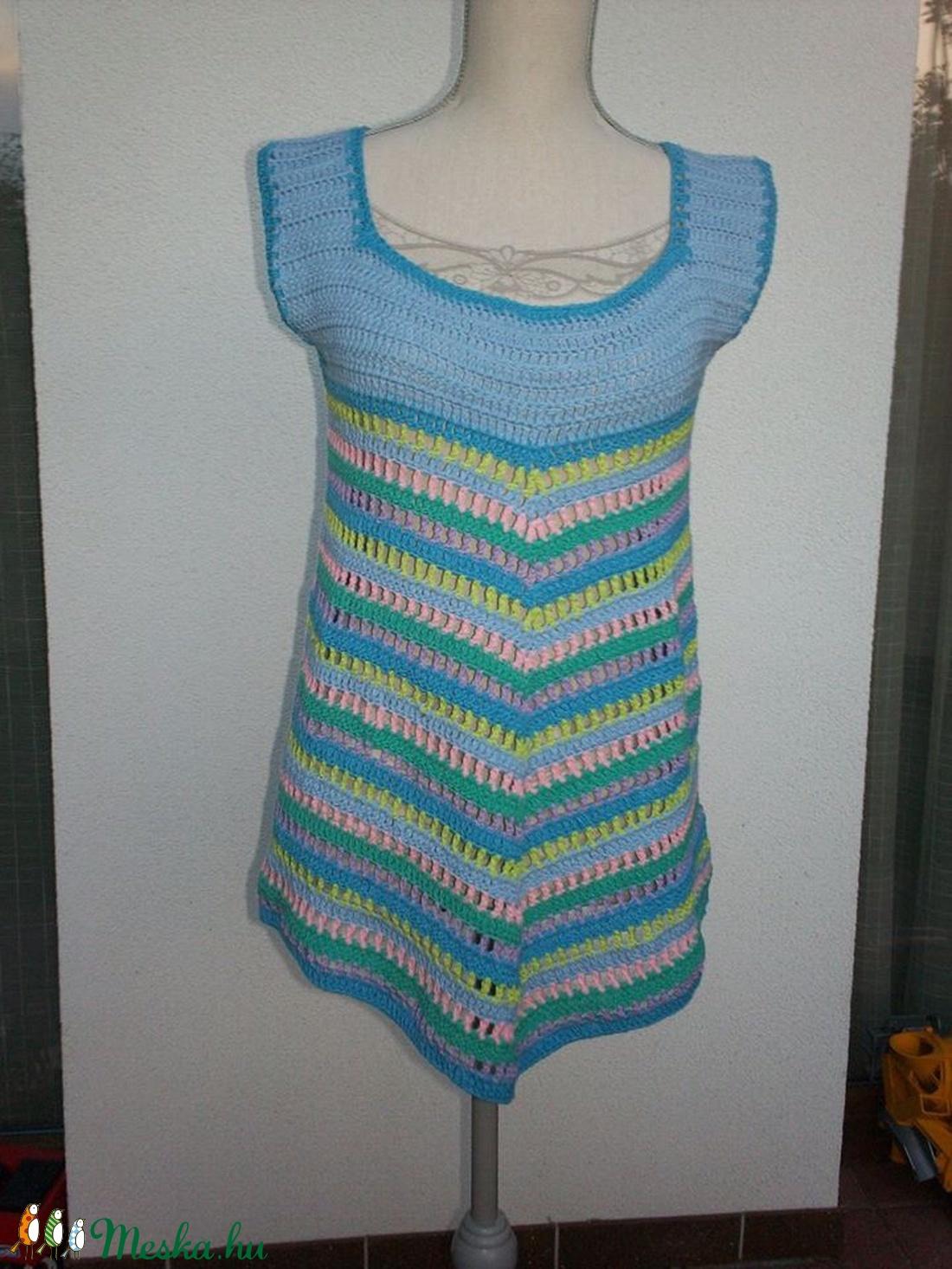 Pasztell és mégis színes hangulatú horgolt ruha - Meska.hu
