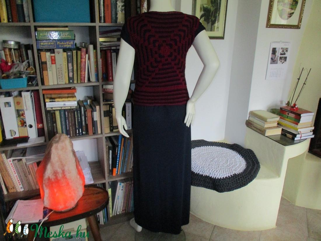 Absztrakt mintás horgolt női felsőrész - ruha & divat - női ruha - mellény - Meska.hu