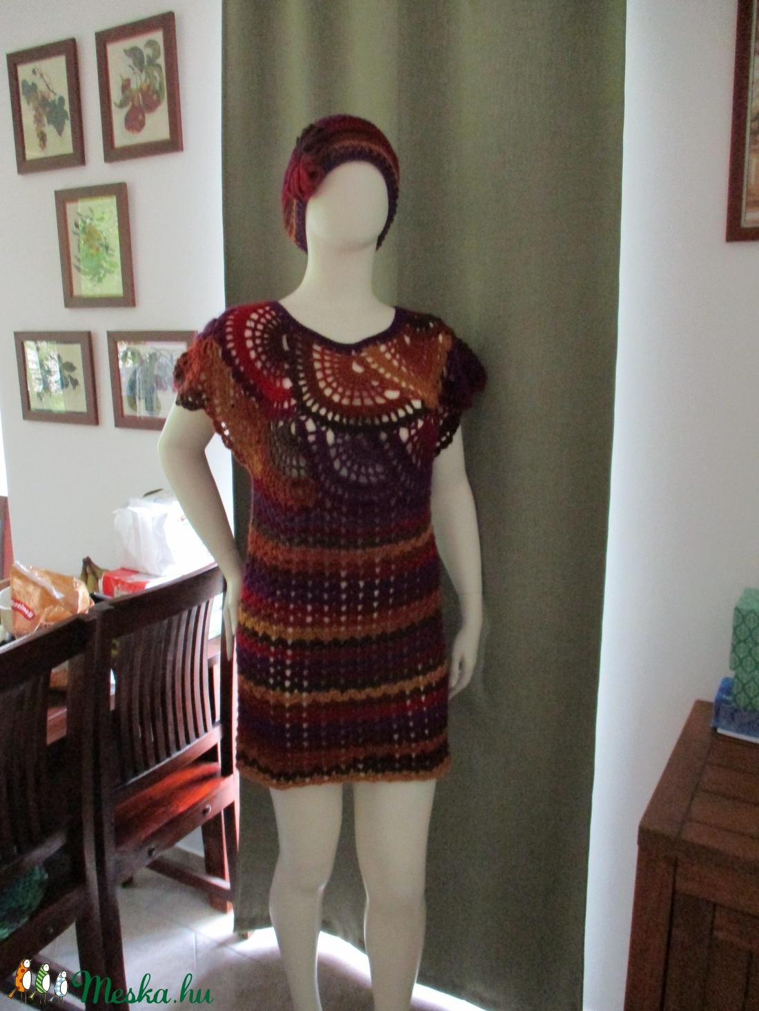 Tűzes színű horgolt női ruha sapkával - Meska.hu