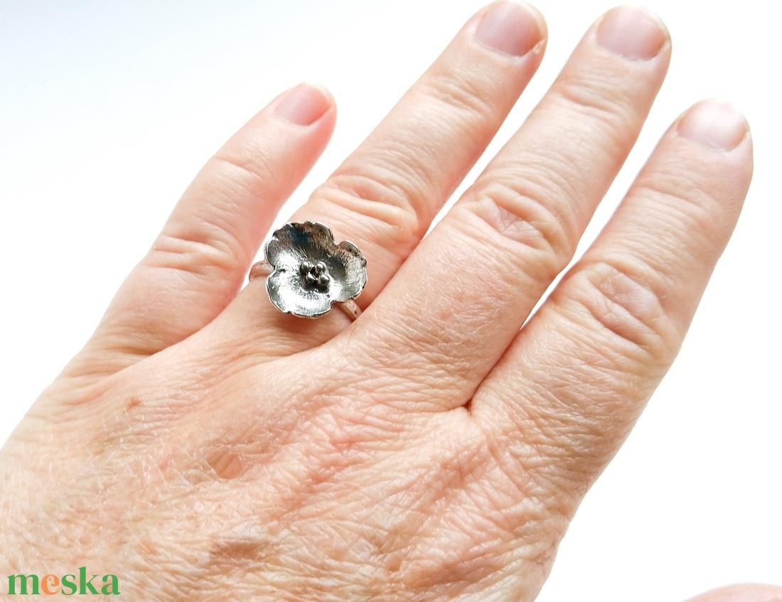 Egyedi megrendelésre készült könnyed virág ezüst gyűrű (NiadaSilver) - Meska.hu