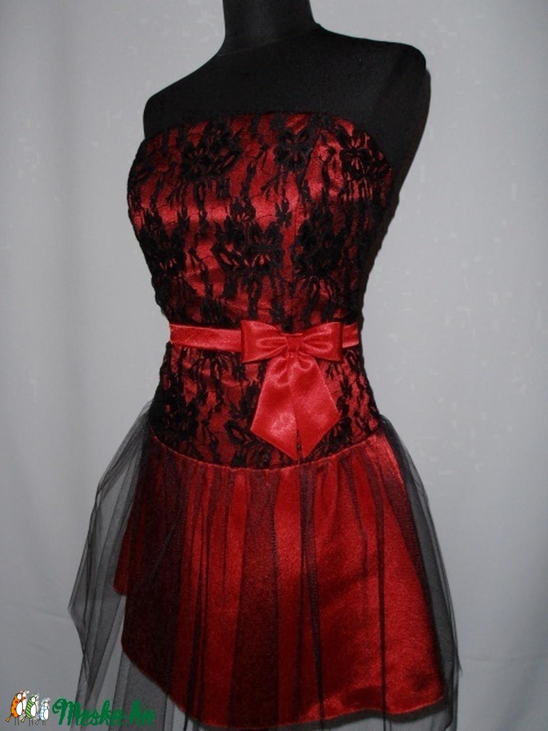 Piros fekete csipkés menyecskeruha méretre készítve (nicoledesign) -  Meska.hu 4fac15e99f